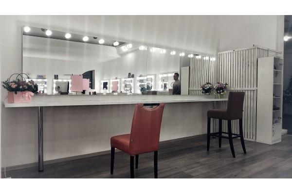 Аренда рабочего места, мастеру по нанесению макияжа, коррекции бровей, укладке волос